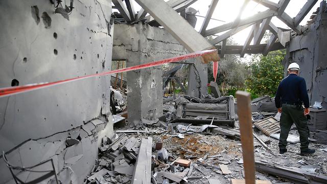 Разрушенный ракетой дом. Фото: AP