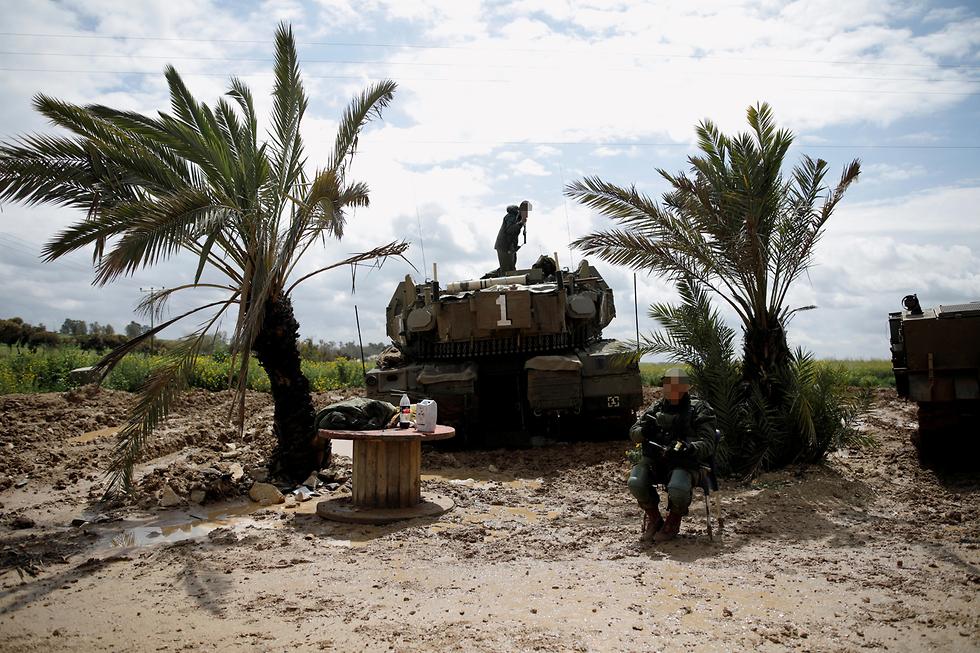 An IDF tank on the Gaza border (Photo: Reuters)
