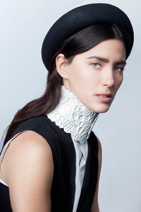 """""""עולם האופנה השתנה מלפני עשור. פתאום מצאנו את עצמנו מתפשרות על דברים כמו תהליכי ייצור ומלחמה בסוף עונה על למי יש את הסייל הגדול ביותר"""". קולקציית עבר של מדוזה (צילום: גיא גלעד)"""