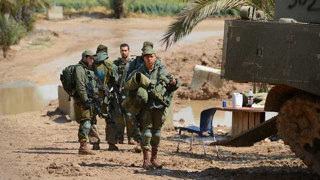 Военнослужащие прибывают к границе. Фото: Ави Роках
