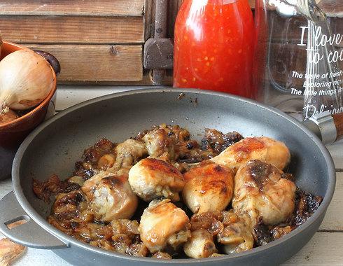תבשיל עוף עם בצל (צילום, סגנון והכנה: אסנת לסטר)