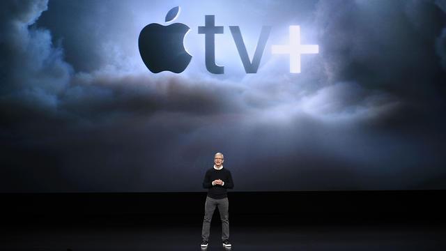 טים קוק מציג את אפל TV פלוס (צילום: AFP)
