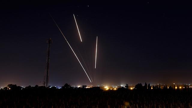 ירי רקטות מ רצועת עזה לעבר ישראל (Reuters)
