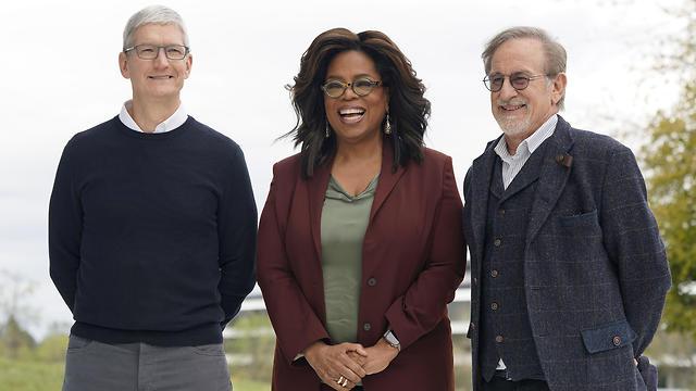 קוק, ווינפרי וספילברג אחרי האירוע של אפל (צילום: AP)