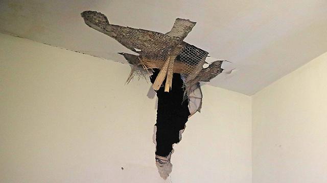 House hit by rocket in Sderot (Photo: EPA)