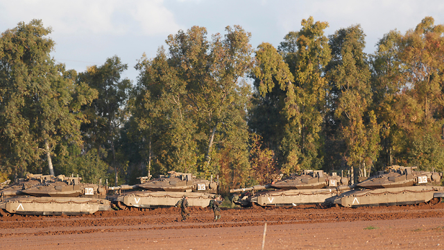 IDF tanks on the Israel-Gaza border (Photo: EPA)