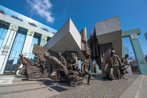 כיבוש ומרד. אנדרטת המלחמה, ורשה (צילום: Shutterstock)
