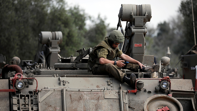 IDF troops making their way to Gaza border (Photo: Reuters)