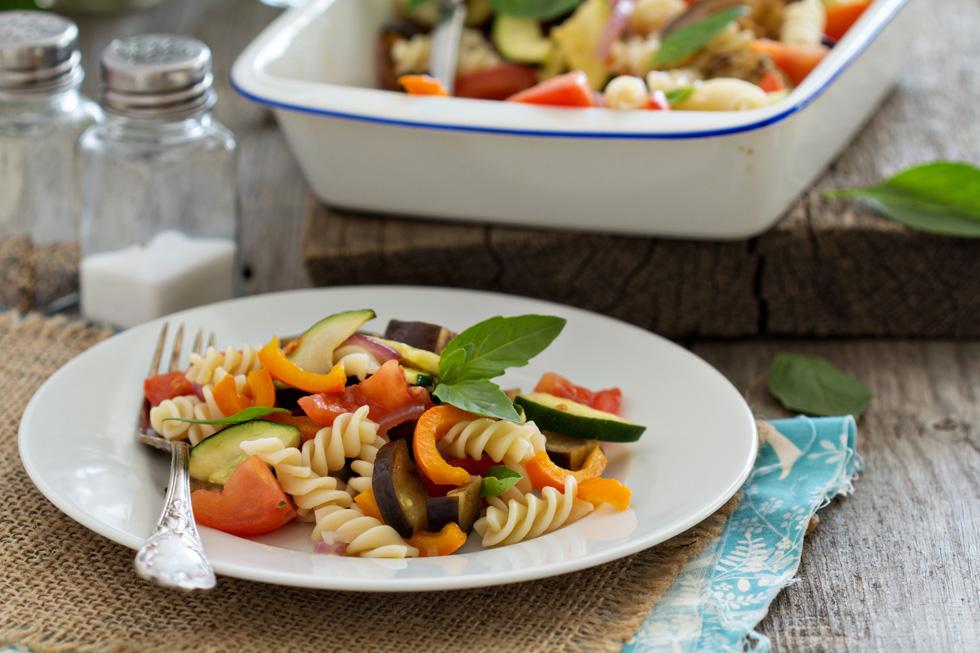 פסטה עם ירקות קלויים (צילום: Shutterstock)