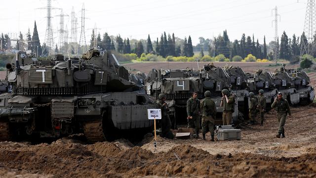 IDF tanks make their way to Gaza border (Photo: Reuters)