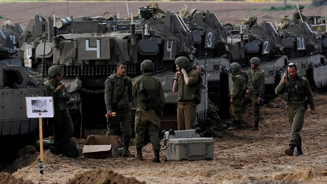 IDF troops along the Gaza border (Photo: Reuters) (Photo: Reuters)