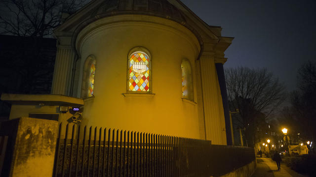 Thewindows of the so-called youth-synagogue, the remaining building of the 'Fraenkelufer' synagogue, are illuminated in Berlin.