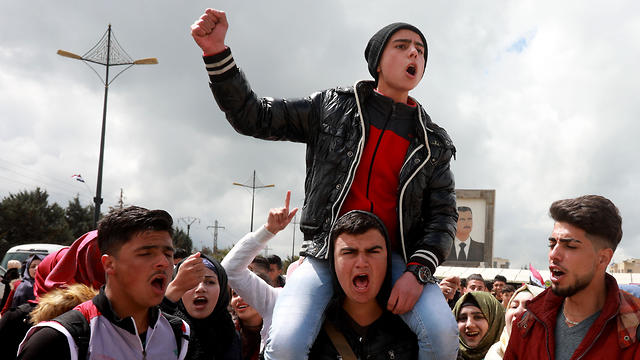 Protesters chant slogans in the town of Quneitra in the Syrian side of the  Golan Heights