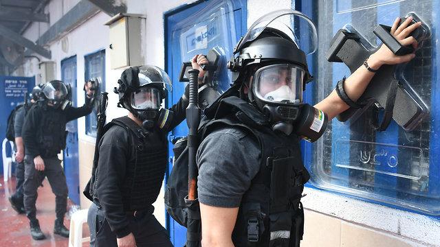 Israeli prison guards (Photo: Israel Prison Service)