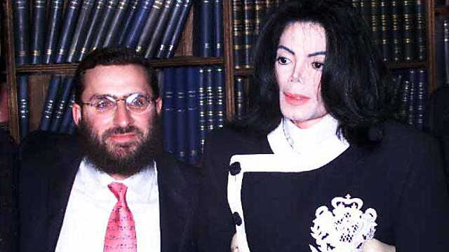 הרב שמואל בוטח עם מייקל ג'קסון בימים אחרים (צילום: Getty Images imagebank)