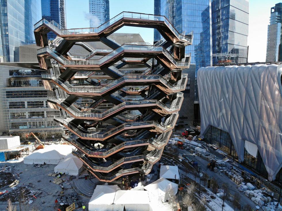 משרדי אדריכלים מהשורה הראשונה הופקדו על תכנון 14 המגדלים, שנמצאים בקצה הצפוני של טיילת היי-ליין. מימין: מרכז התרבות שייחנך בחודש הבא (צילום: AP)