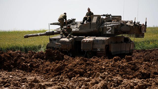 IDF tanks near the Gaza border (Photo: Reuters) (Photo: Reuters)