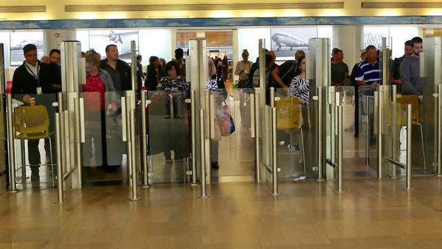 Стойки паспортного контроля в Бен-Гурионе. Фото: Дани Саде