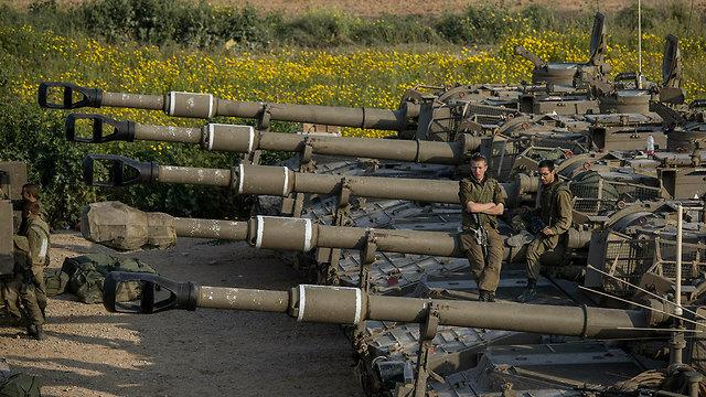 IDF tanks on the Gaza border (Photo: AP) (Photo: AP)