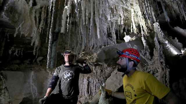 Boaz Langford (R), a member of the Hebrew University of Jerusalem Cave Research Center and Yoav Negev (L), Chairman of the Israel Cave Explorers Club inside the Malham salt cave in Mount Sodom, March 27, 2019