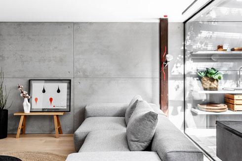 נקודות אדומות בסלון (צילום: איתי בנית)
