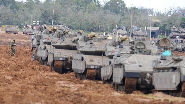 ЦАХАЛ занимает позиции у границы с Газой. Фото: Ави Роках