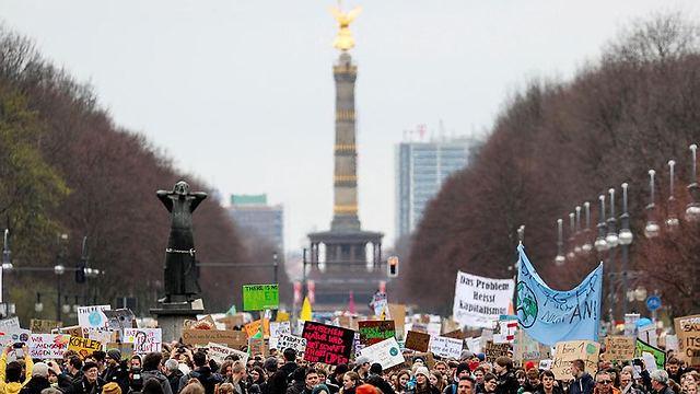 המצעד בברלין. גרטה טונברג במרכז התמונה (צילום: EPA)