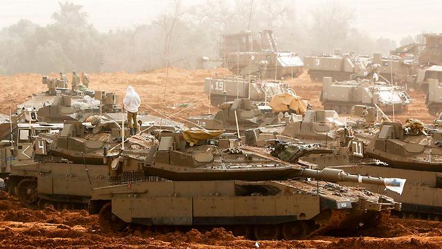 IDF tanks on the Israel-Gaza border (Photo: AFP)