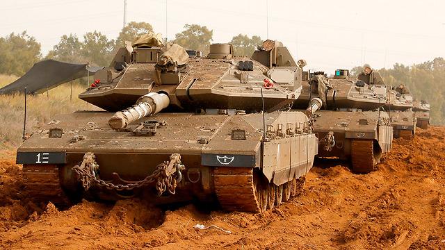 Израильские танки на границе с Газой. Фото: AFP