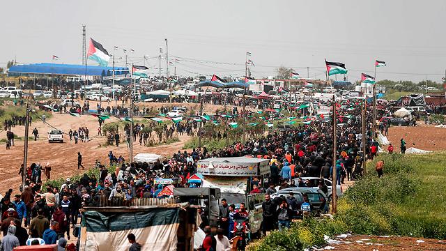 Thousands gather along Israel-Gaza border for anniversary rally (Photo:  AFP)