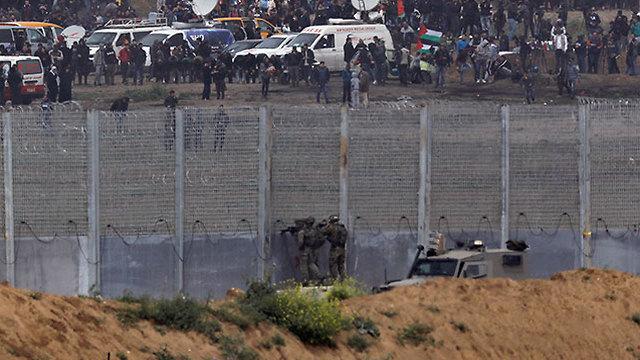 התפרעויות פלסטינים עזה (צילום: רויטרס)