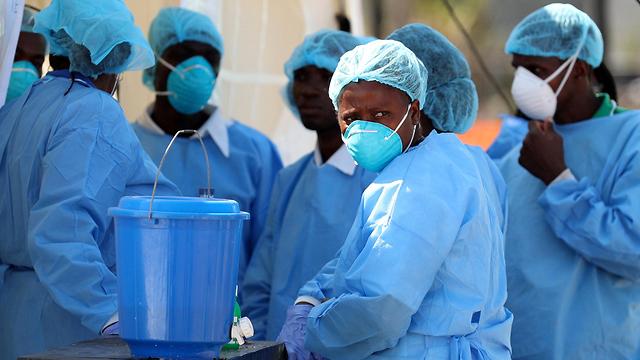 ציקלון אפריקה מוזמביק העיר ביירה מטפלים בחולי כולרה  (צילום: רויטרס)