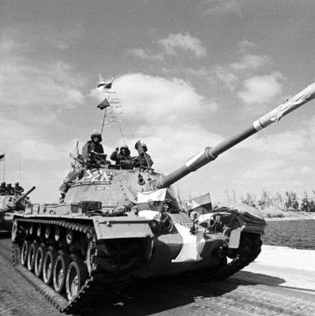 """פברואר 74', צה""""ל נסוג מהגדה המערבית של תעלת סואץ לאחר חתימה על ההסכם עם המצרים. קיסינג'ר: """"לא חשבתי שזה איום קיומי"""