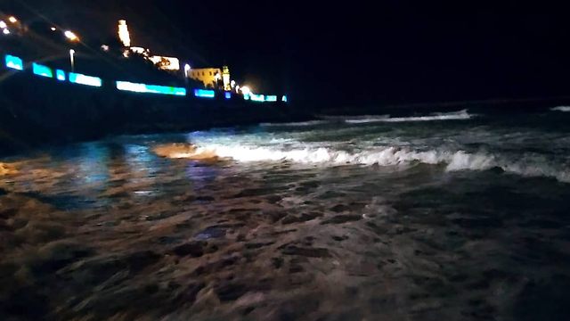 Stormy weather overnight in Yafo (Photo: Naama Sabto)