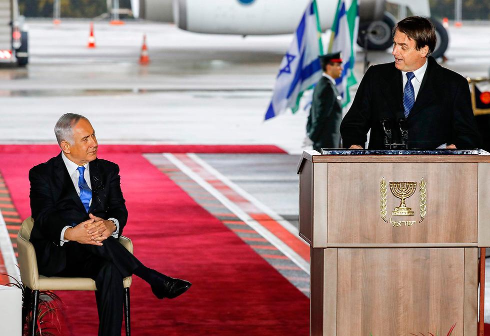 Президент Бразилии Жаир Болсонару и премьер-министр Израиля Биньямин Hетаниягу в аэропорту Бен-Гурион. Фото: AFP (Photo: AFP)