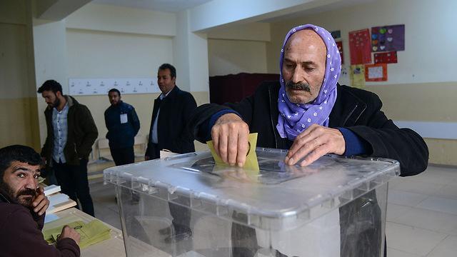 טורקיה בחירות רשויות מקומיות רג'פ טאיפ ארדואן (צילום: AFP)