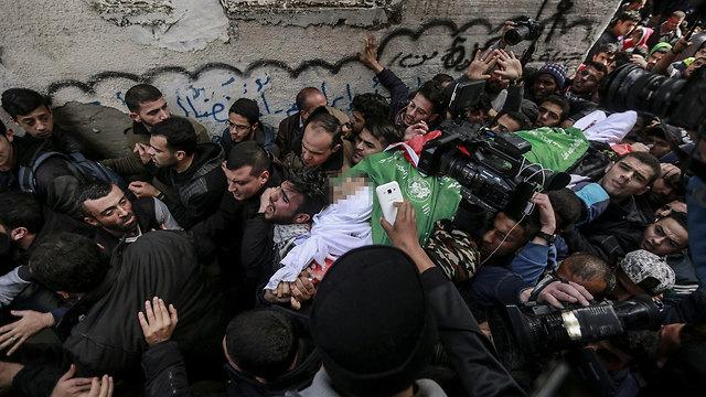 הלווית של הפלסטיני הצעיר שנהרג במהומות ביום שבת (צילום: MCT)