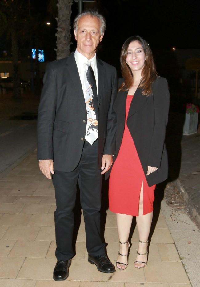 דפקת עניבה. מתי כספי ובתו, סויאן (צילום: ענת מוסברג)
