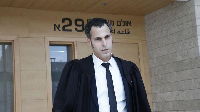 עורך דין שי רודה מייצג את החשוד (צילום: מוטי קמחי)