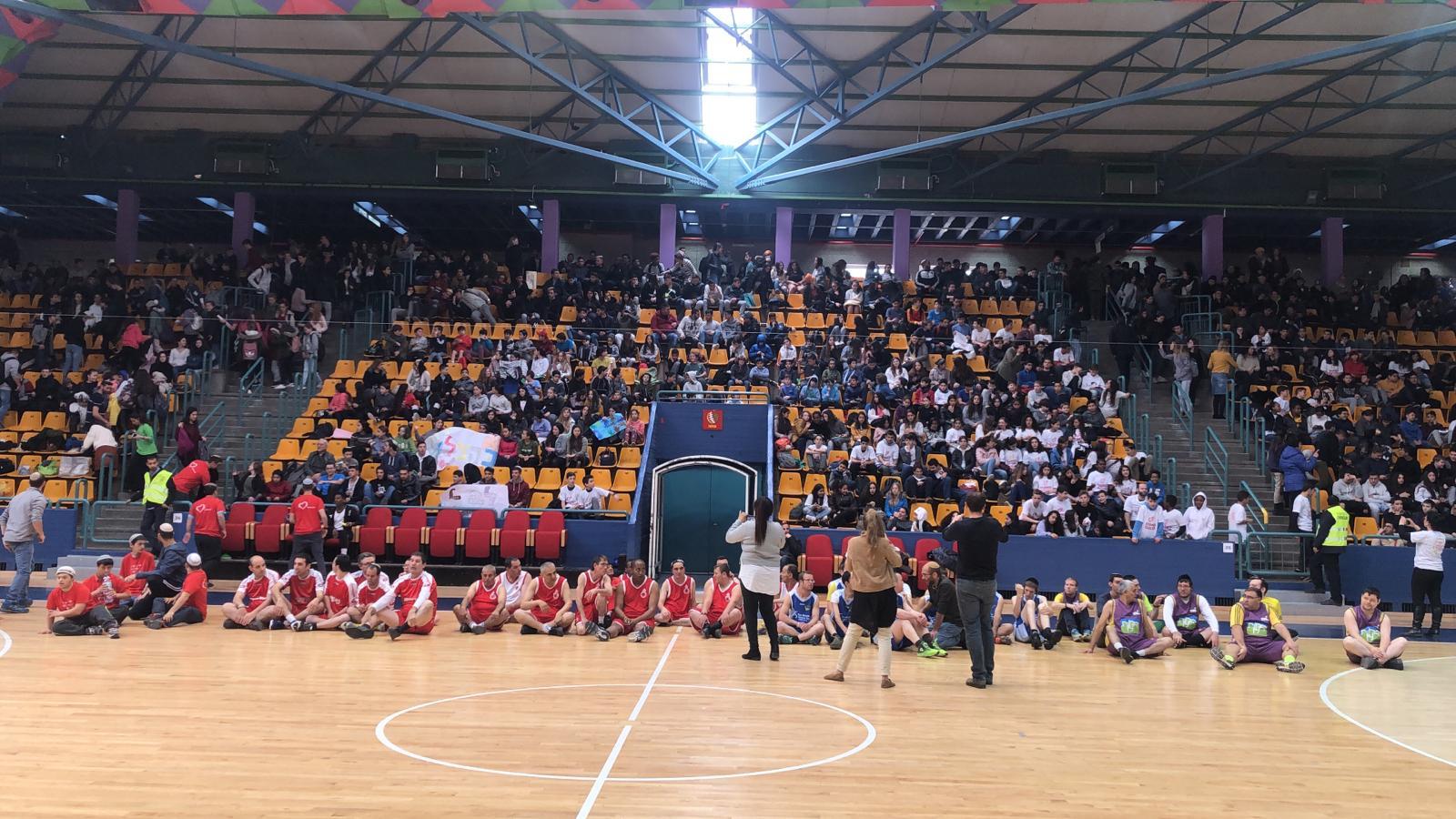 ליגת צמיד - אנשים עם צריכים מיוחדים במשחק כדורסל עם שחקני הפועל ירושלים
