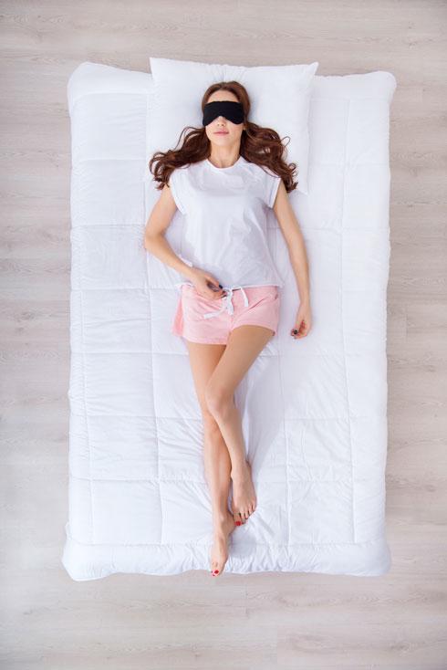 ככל שהגיל עולה, כך קשה יותר לגוף לעבור באופן חד מקצב אינטנסיבי ומתוח לרגיעה המאפשרת שינה (צילום: Shutterstock)