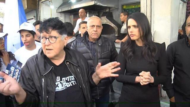 שפי פז ואיילת שקד בדרום תל אביב (צילום: עמית הובר)
