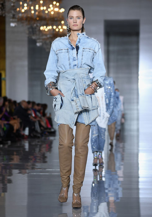 שמים דגש על הג'ינס הבהיר. תצוגת הקיץ של בלמן (צילום: Pascal Le Segretain/GettyimagesIL)