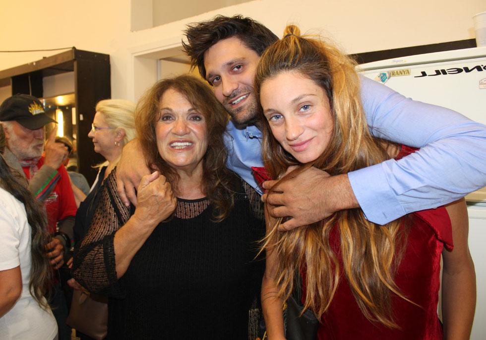 """תמונה מהשנים האחרונות: אלפידה עם בתה הררה ובנה סטפנוס. """"הקמת המשפחה הייתה הדבר הכי חשוב שעשיתי בחיים"""""""
