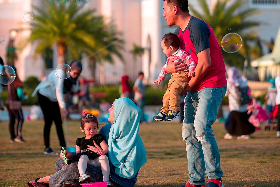 סולטן ברוניי חאג'י חסן אל בולקייה זעם עולמי חוקי שריעה סקילה הומואים (צילום: AFP)