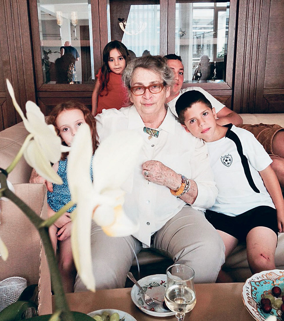 Нехама Ривлин с внуками. Фото: Анат Ривлин (Photo: Anat Rivlin)