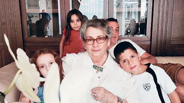 Nechama Rivlin and her grandchildren (Photo: Anat Rivlin)