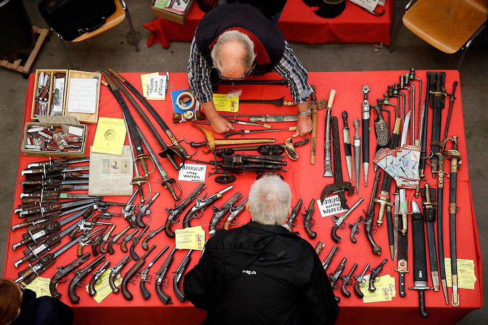 תערוכת נשק ב לוצרן שווייץ  (צילום: AFP)