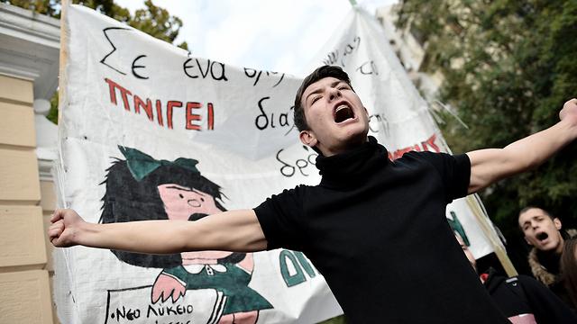 מחאת סטודנטים בסלוניקי, יוון, כנגד הממשל (צילום: shutterstock)