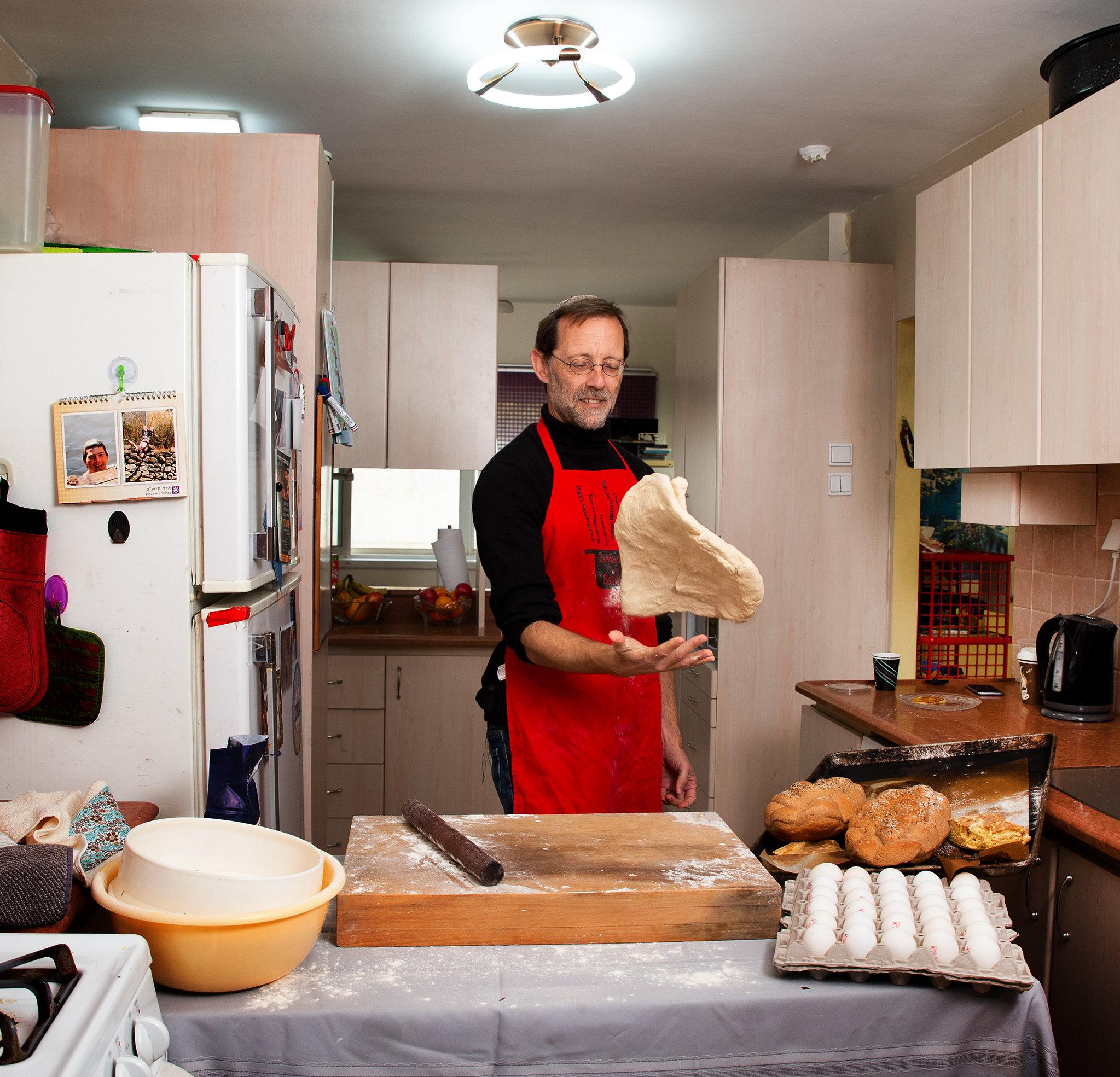 פייגלין במטבח הביתי (צילום: אביגיל עוזי)